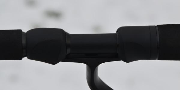 Der Fuji-Rollenhalter sorgt für den sicheren Sitz der Rolle – Nebenbei ist er ein Leichtgewicht.